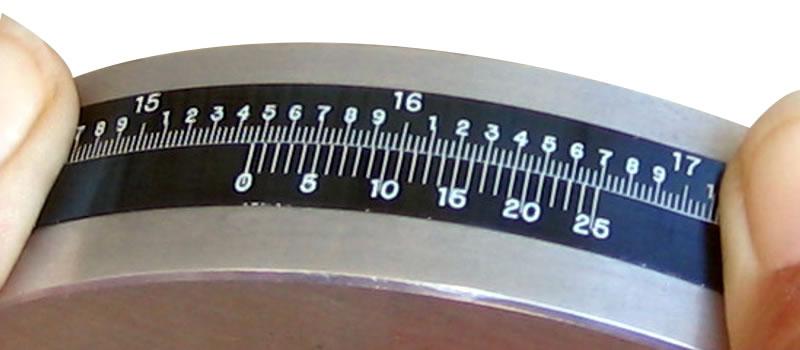 精確周長捲尺以英寸標記